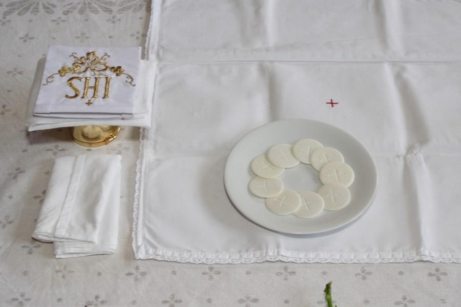 Biskup zaleca troskę o materię Eucharystii