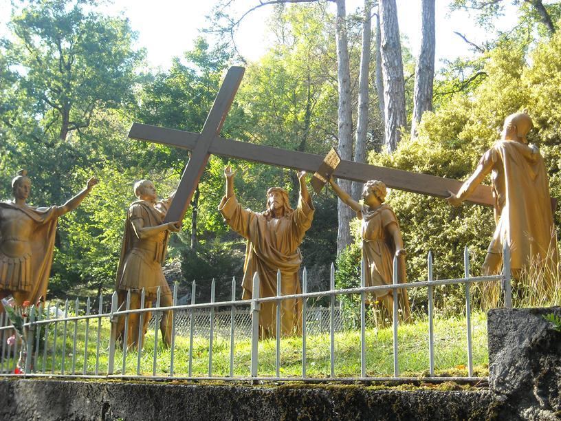 Kapłan, ołtarz, ofiara