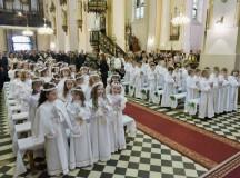 Pierwsza Komunia. W przygotowaniu dzieci rodzice nie mogą wyręczać się katechetami