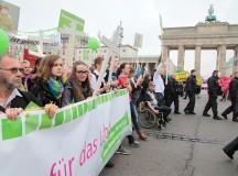 """""""Masturbacja zamiast religii!"""". Marsz dla życia w Berlinie i agresywna kontrmanifestacja"""