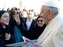Siostra Cristina z prezentem u papieża Franciszka