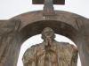 Sprzeciw wobec usunięcia krzyża z pomnika św. Jana Pawła II w Ploërmel. Złóż swój podpis i Ty!